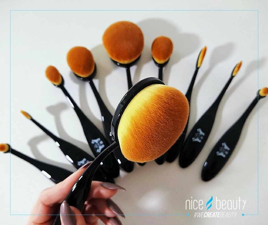 HOT makeup brushes