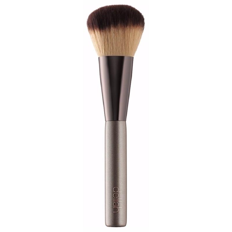 Delilah small liner brush fra Delilah cosmetics fra nicehair.dk